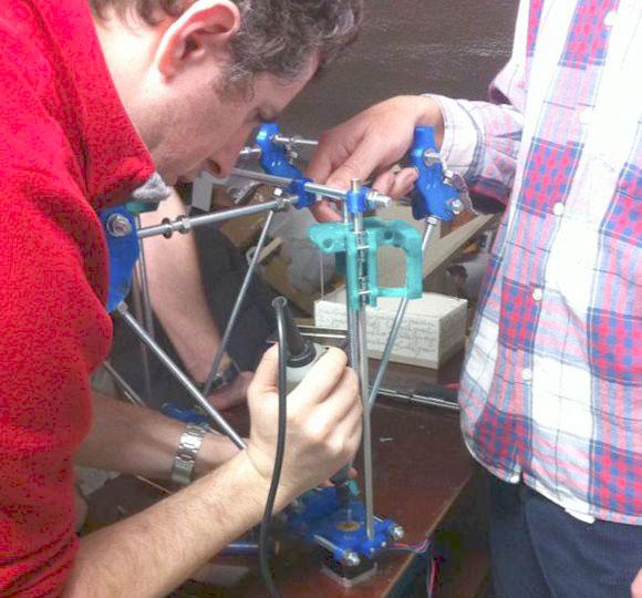 trabajos-de-montaje-de la impresora 3d del fablab santander